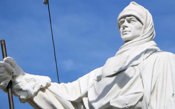 Quake-damaged Captain Scott statue repaired