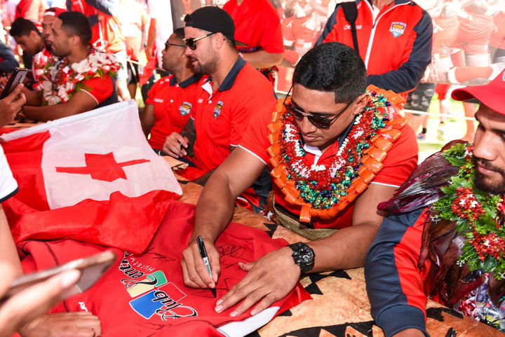 Tonga's Jason Taumalolo signing autographs during the 2017 World Cup.
