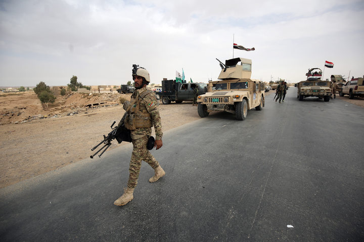 Iraqi forces and the Hashed al-Shaabi advance towards al-Qa'im.