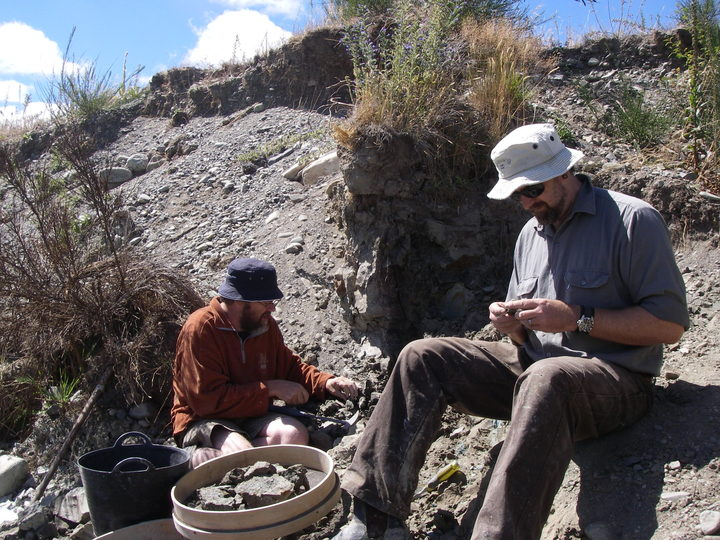 Paul Scofield and Steve Salisbury sort rocks at the St Bathans fossil site.