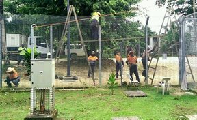 Workers taking down the fences at the Manus Island detention centre.