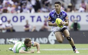 Warriors Shaun Johnson makes a break during a game with the Canberra Raiders.