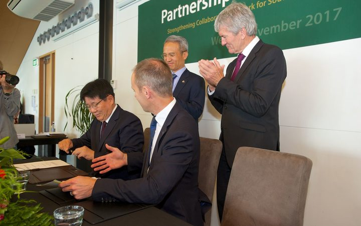 At the signing of the deer velvet deal - (seated) Yuhan Corporation chief executive Jung Hee Lee, and Deer Industry NZ head Dan Coup. Standing are the Ambassador for the Republic of Korea, Mr Seung-bae Yeo and the Minister of Agriculture Damien O'Connor.
