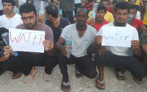 Refugees during the 107th daily protest on Manus Island, 15-11-17