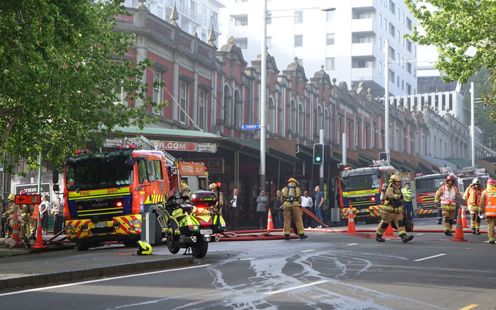 Fire in Auckland CBD shuts Queen Street.