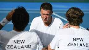 New Zealand non-playing captain Alistair Hunt talks to his doubles players Marcus Daniell and Artem Sitak. Davis Cup tie 2017.