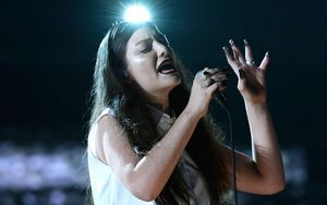 Singer Lorde has won a gong at the Brits.