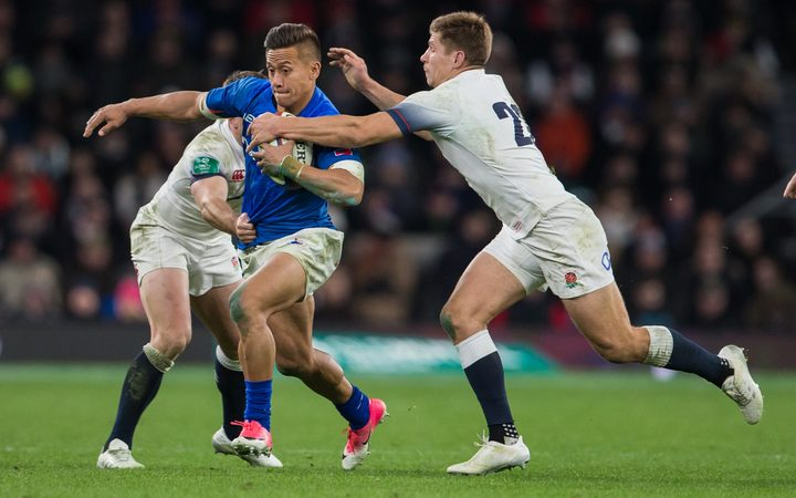 Samoa's Tim Nanai-Williams is tackled by England's Piers Francis.