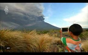 Mt Agung ash and rock eruptions close Bali airport