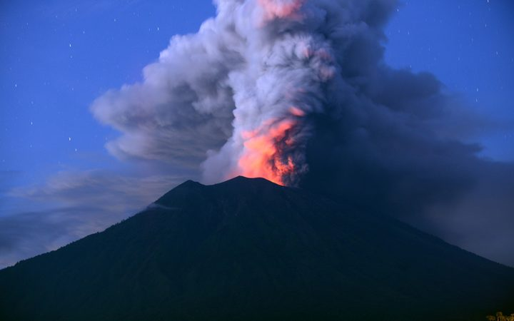 Flights Cancelled As Bali S Volcano Erupts Again Rnz News