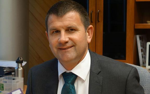 新普利茅斯市长Neil Holdom。