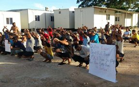 The 119th daily protest on Manus Island, West Lorengau centre, 29-11-17