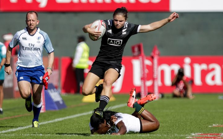 Michaela Blyde of New Zealand, evades a tackle, Women's Sevens Series, Dubai 2017.