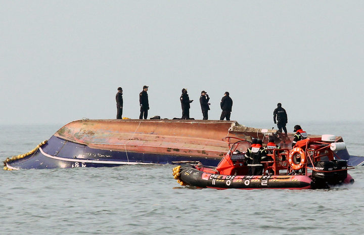 South Korean coastguard members search for missing persons after a fishing boat crashed with a fuel tanker at sea near the western port city of Incheon on December 3, 2017.