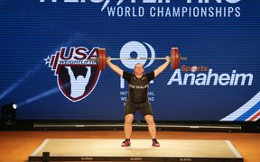 Laurel Hubbard of New Zealand competes in the Women's 90+ kg division of the IWF Weightlifting World Championships in California,2017.