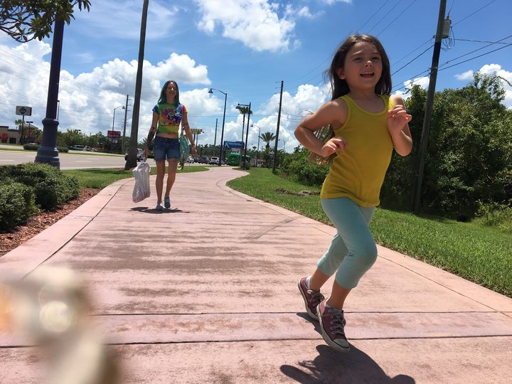 Bria Vinaite as Halley and Brooklynn Prince as Moonee (Halley's daughter) in Sean Baker's The Florida Project.