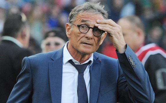 解雇法国教练Guy Noves。