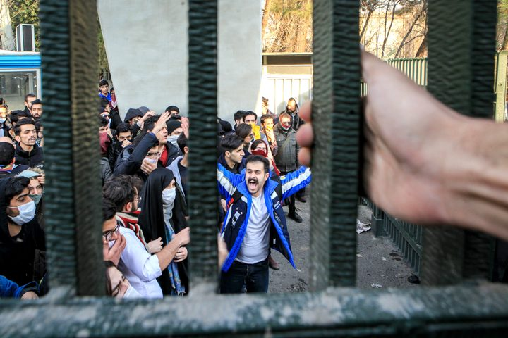 Iran: Protest over soaring cost of living