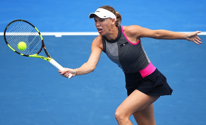 Wozniacki battles to reach Auckland final