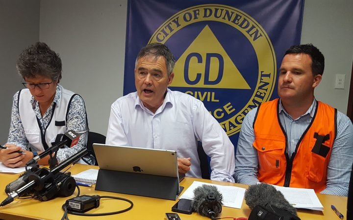 Dunedin Mayor Dave Cull gives a civil defence briefing.