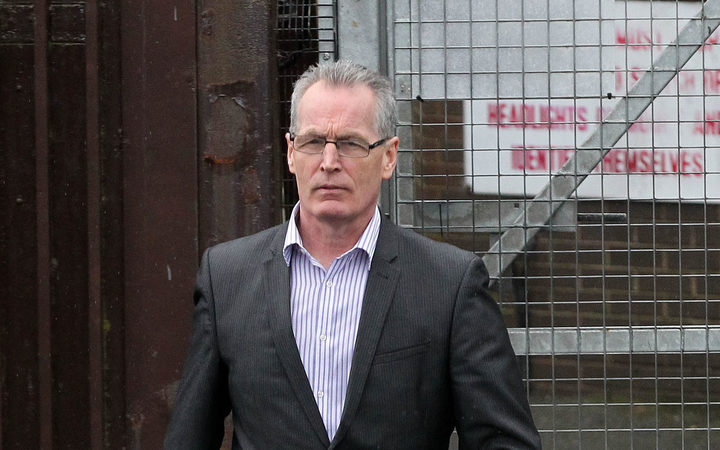 Gerry Kelly 'regrets' removing clamp from auto  with bolt cutters