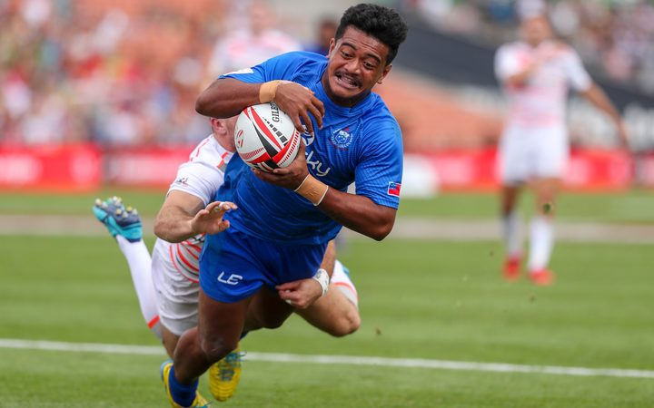 Samoa's Laaloi Leilua scores the match winning try over England.