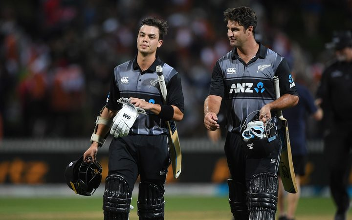 England secure solid T20 total against NZ