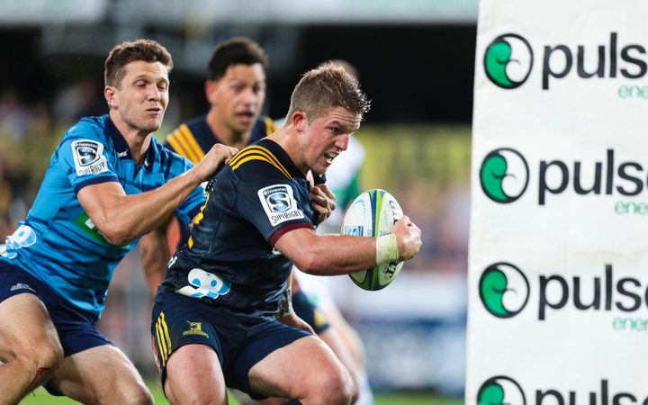 Highlanders down Blues in Dunedin try-fest