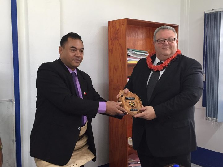 Minister of Police Hon Mateni Tapueluelu presenting Minister of Foreign Affairs Hon Gerry Brownlee with a gift on May 10th 2017.