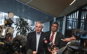 Tourism Minister Kelvin Davis has called a meeting with mayors from districts across the North and South Islands to discuss solutions to issues around freedom camping.