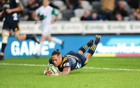 Aaron Smith crosses for a try to seal the game during the Highlanders v Stormers.