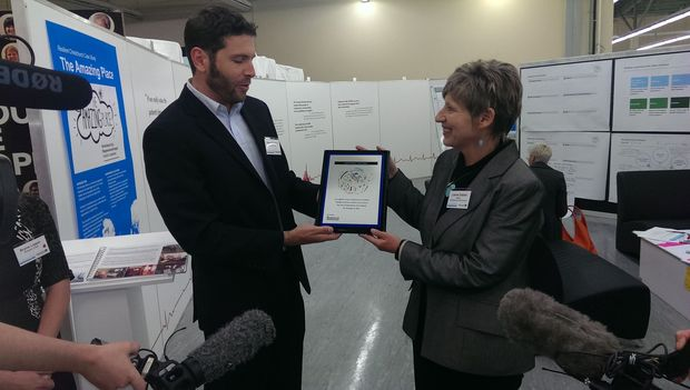 Aaron Spencer, of the 100 Resilient Cities network, presents Christchurch mayor Lianne Dalziel with a membership plaque.