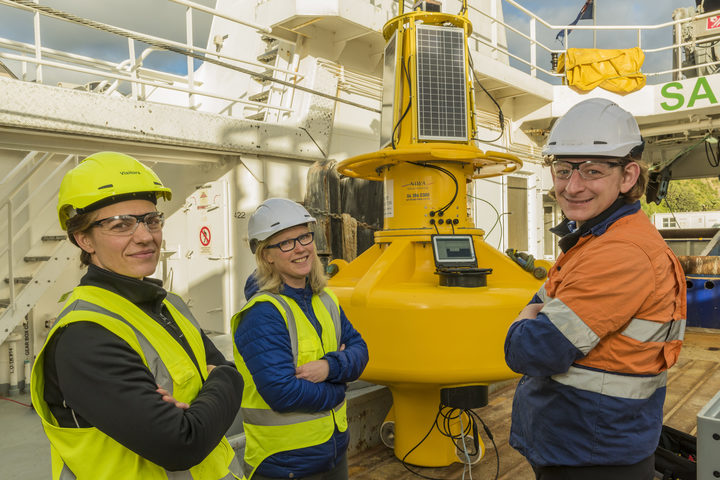 Claire Conwell (GWRC), Joanne O'Callaghan (NIWA) and Mike Brewer (NIWA) about to install the WRIBO buoy in Wellington harbour in July 2017.