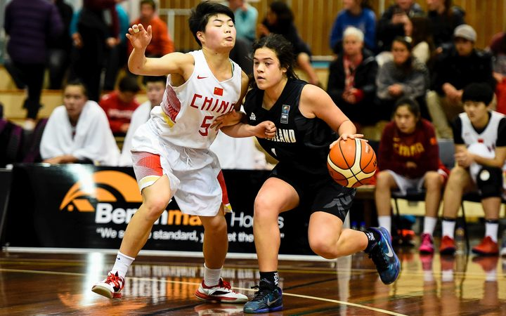 Charlisse Leger-Walker playing for the Junior Tall Ferns.