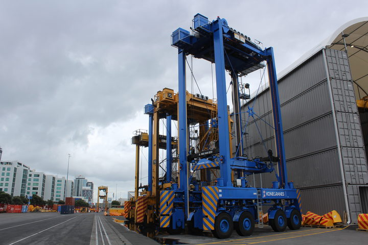 The Ports of Auckland is introducing new driver-less container movers. The automated versions is blue, the driven straddle carrier is yellow.