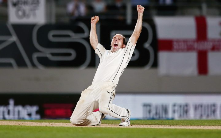 Injury forces Astle out of second test