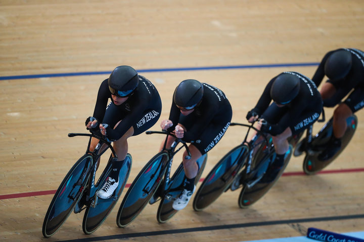 Team England beaten to 4000m team pursuit bronze by Canada