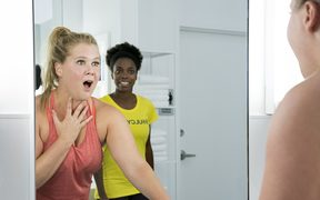 Amy Schumer and Sasheer Zamata in I Feel Pretty.