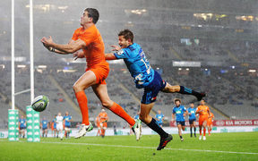 Emiliano Boffelli of the Jaguares competes for a high ball against Matt Duffie of the Blues.