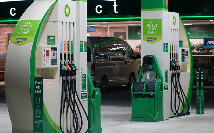 Petrol prices: Minister labels BP pamphlet move 'cynical'   RNZ News