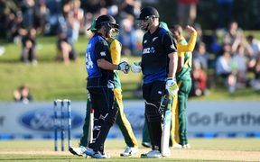 Luke Ronchi and Mitchell McClenaghan during their Black Caps partnership