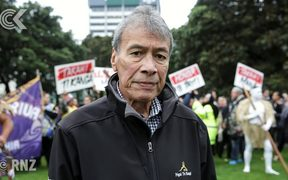 Tempers flare as hundreds demand Crown recognise Māori tikanga