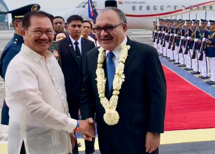 Papua New Guinea's prime minister Peter O'Neill (centre) welcomed as he arrives for a state visit to the Philippines, 16 May 2018