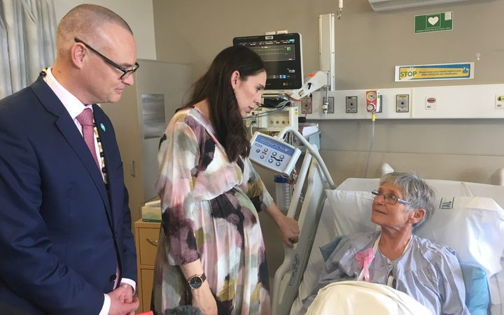Prime Minister Jacinda Ardern and Health Minister David Clark visit a patient at NortH Shore Hospital.