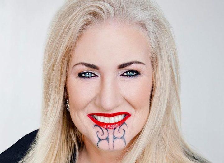 Female Ta Moko On Lips And Chin: Pākehā Woman With Facial Moko Draws Backlash