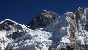 Mount Everest seen from the Kalapattar Plateau.