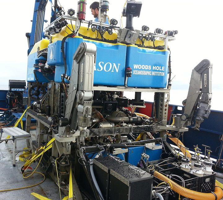 The remote-operated vehicle (ROV) Jason is operated from the ship, and can take photos and collects samples.