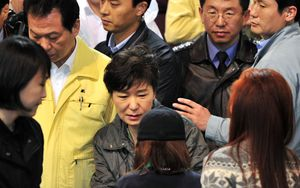 President Park Geun-Hye, centre, meets with relatives of missing passengers.