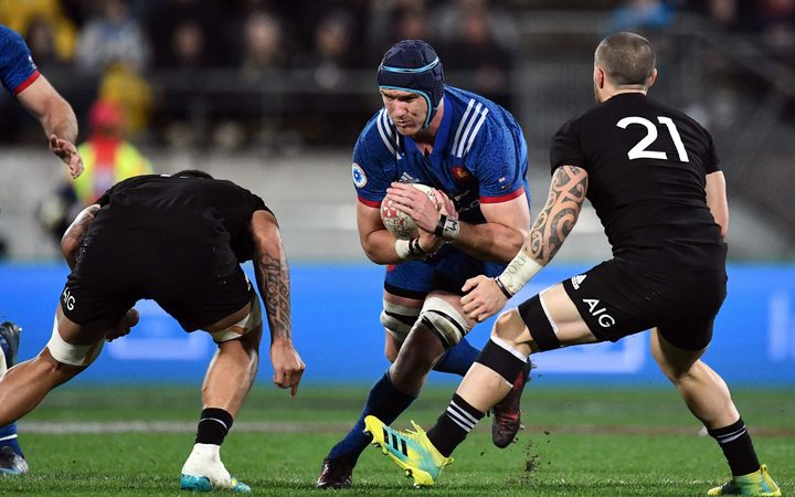 New Zealand 49 - 14 France: Ref's block turns the tide