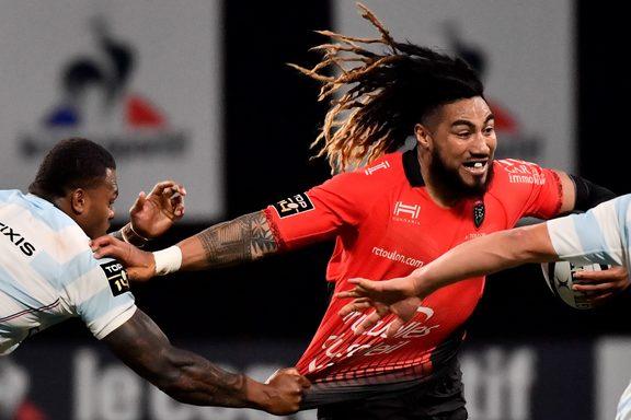 Ma'a Nonu di Tolone viene affrontato da Virimi Vakatawa del Racing 92 durante la partita di rugby francese Top14, Racing 92 vs RC Toulon l'8 aprile 2018 a Parigi